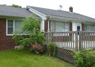 Foreclosed Home en POINTE TREMBLE RD, Algonac, MI - 48001