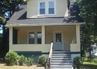 Foreclosed Home en PINEWOOD AVE, Baltimore, MD - 21214