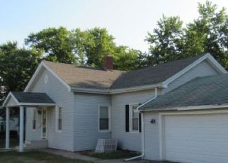 Foreclosed Home in S 6TH ST, Monmouth, IL - 61462
