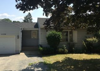 Foreclosed Home in N HIGHLAND DR, Mchenry, IL - 60050