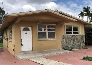 Foreclosed Home en W 16TH ST, Hialeah, FL - 33010
