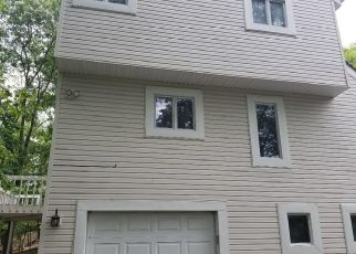 Foreclosed Home en LAKESIDE DR, East Stroudsburg, PA - 18301