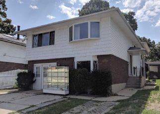 Foreclosed Home en MARGUERITE AVE, Floral Park, NY - 11001