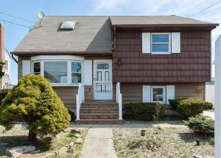 Foreclosed Home en EAST DR, Copiague, NY - 11726