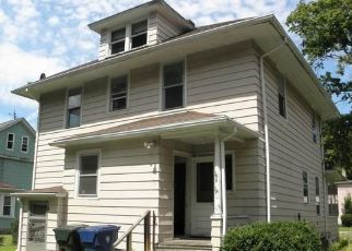 Foreclosed Home en PLEASANT ST, Willimantic, CT - 06226