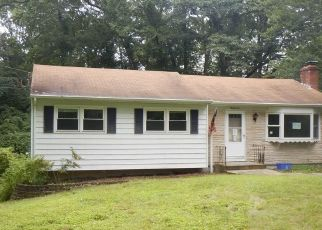 Foreclosed Home en RICHARD RD, Gales Ferry, CT - 06335
