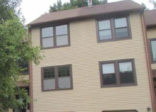 Foreclosed Home en TRUMBAUER DR, Glenside, PA - 19038