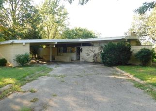 Foreclosed Home en LOMBARDY DR, East Prairie, MO - 63845