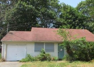 Foreclosed Home en CONCORD RD, Shirley, NY - 11967