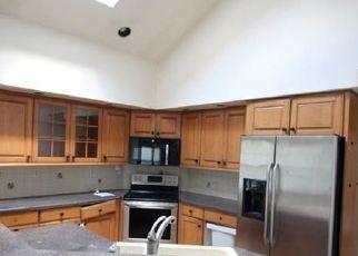 Foreclosed Home en HUNTINGTON CIR, Hamden, CT - 06518