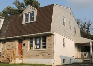Foreclosed Home en W 13TH ST, Marcus Hook, PA - 19061