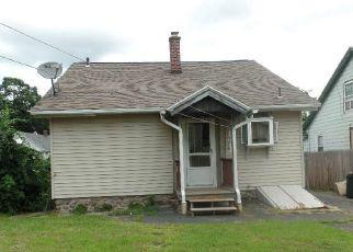 Casa en ejecución hipotecaria in Waterbury, CT, 06705,  MANOR AVE ID: F4296089