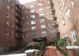 Foreclosed Home en YELLOWSTONE BLVD, Forest Hills, NY - 11375