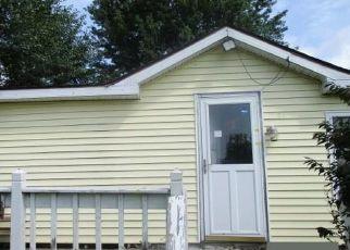 Foreclosed Home en HUMPHREY WAY, Valley Falls, NY - 12185