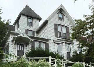 Foreclosed Home en MAHANTONGO ST, Pottsville, PA - 17901