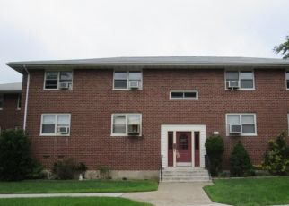 Foreclosed Home en DEHAVEN DR, Yonkers, NY - 10703