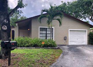Foreclosed Home en SW 108TH STREET CIR N, Miami, FL - 33186