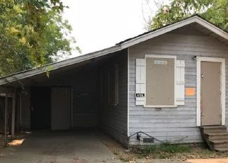 Foreclosed Home en W NICHOLS AVE, Sacramento, CA - 95820