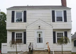 Foreclosed Home en E JONES ST, Fostoria, OH - 44830