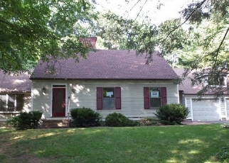 Foreclosed Home in FOX RUN DR, Southington, CT - 06489