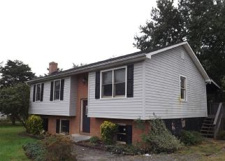 Foreclosed Home en HUNTCREST CIR, Winchester, VA - 22602