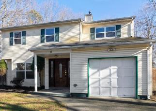 Foreclosed Home en SHARON DR, Coram, NY - 11727