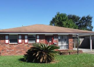Foreclosed Home in MAPLEWOOD DR, Harvey, LA - 70058