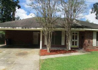 Foreclosed Home in WOODGLYNN DR, Baton Rouge, LA - 70814
