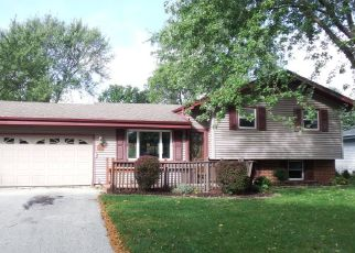 Foreclosed Home en S CRANE DR, Oak Creek, WI - 53154