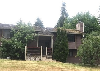 Foreclosed Home en 124TH AVENUE CT E, Puyallup, WA - 98374