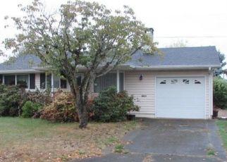 Foreclosed Home in UMPQUA RD, Woodburn, OR - 97071