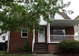 Foreclosed Home en E 106TH ST, Cleveland, OH - 44125