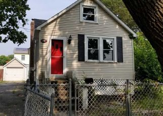 Foreclosed Home en 14TH AVE, West Babylon, NY - 11704