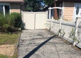 Foreclosed Home en ELGIN RD, Amityville, NY - 11701