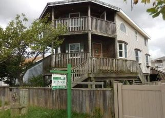 Foreclosed Home en S 5TH ST, Lindenhurst, NY - 11757