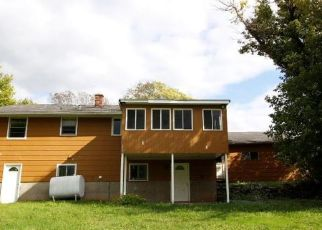 Foreclosed Home en SUNSET DR, Lockport, NY - 14094