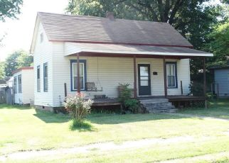 Foreclosed Home en MOORE AVE, Sikeston, MO - 63801