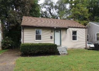 Foreclosed Home in ALGONQUIN PKWY, Louisville, KY - 40210