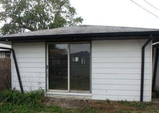Foreclosed Home en S KOLMAR AVE, Hometown, IL - 60456