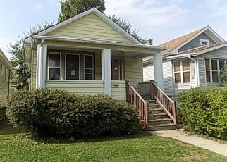 Foreclosed Home in S CUYLER AVE, Oak Park, IL - 60304
