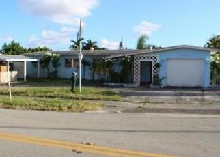 Foreclosed Home en W 58TH ST, Hialeah, FL - 33012