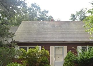 Foreclosed Home en DOGWOOD RD, North Branford, CT - 06471