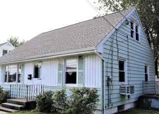 Foreclosed Home en KING ST, Stratford, CT - 06614