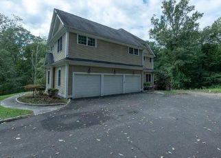 Foreclosed Home en OLD ROCK LN, Norwalk, CT - 06850
