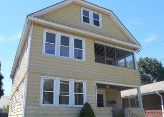Foreclosed Home en WEBER AVE, Bridgeport, CT - 06610
