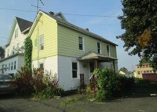 Foreclosed Home en COMSTOCK ST, Danbury, CT - 06810