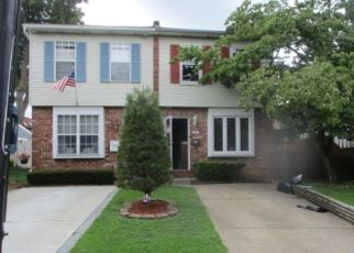 Foreclosed Home en STANWOOD ST, Philadelphia, PA - 19111