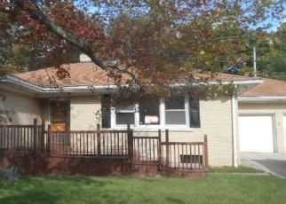Foreclosed Home en W GORE RD, Erie, PA - 16509