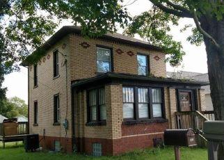Foreclosed Home en MAHONY AVE, Ellwood City, PA - 16117