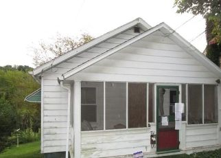 Foreclosed Home en SUMMIT AVE, Ellwood City, PA - 16117